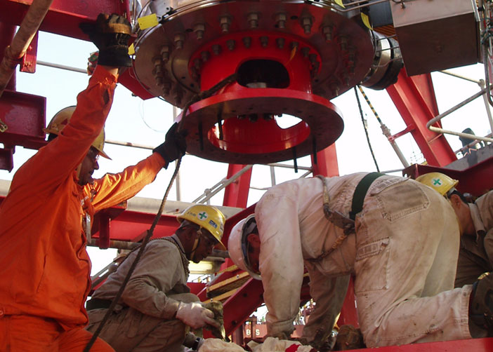 Swivel Installation Oil Gas
